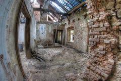 Ruinas del edificio en la condición dilapidada Foto de archivo