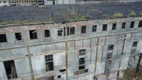 Ruinas del edificio o de las premisas destruido almacen de video