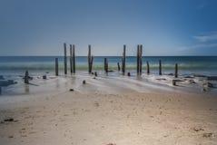 Ruinas del embarcadero de Willunga del puerto, sur de Australia imagenes de archivo