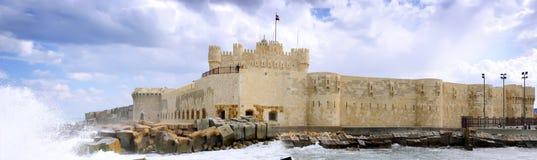 Ruinas del lugar de la fortaleza del Cometa-bey en Alexandría. Foto de archivo