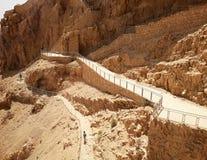 Ruinas del Masada antiguo en el sur de Israel Dedo del pie del camino el palacio del norte imagen de archivo