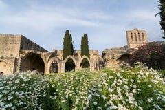 Ruinas del monasterio de Bellapais en Kyrenia, Chipre septentrional Imagen de archivo