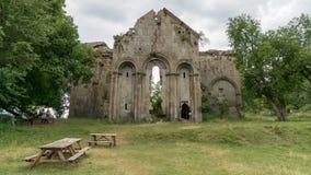 Ruinas del monasterio y de la iglesia tibetanos viejos en el pueblo de Cevizli, Savsat, Artvin, Turquía imagenes de archivo