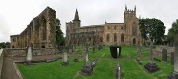 Ruinas del palacio y de la abadía de Dunfermline en Escocia fotos de archivo libres de regalías