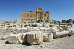 Ruinas del Palmyra, turistas en el templo del Baal (belio) (2005) Fotografía de archivo libre de regalías