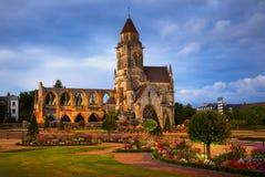 Ruinas del St-Etienne-le-Vieux en Caen, Normandía, Francia Imágenes de archivo libres de regalías