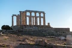 Ruinas del templo antiguo de Poseidon en la puesta del sol fotografía de archivo