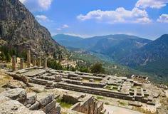 Ruinas del templo de Apolo en Delphi, Grecia Imagen de archivo libre de regalías