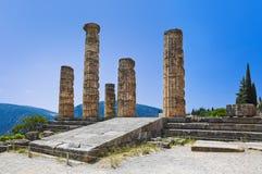 Ruinas del templo de Apolo en Delphi, Grecia Foto de archivo libre de regalías