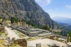 Ruinas del templo de Apolo en Delphi, Grecia Imagen de archivo
