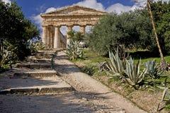 Ruinas del templo del griego clásico de Segesta Imagen de archivo libre de regalías