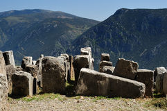 Ruinas dispersadas Asklepeion Delphi Fotos de archivo