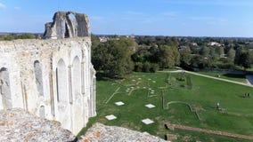 Ruinas en el sitio de la abadía y de la catedral anteriores de Maillezais Erance, Fotos de archivo