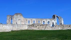 Ruinas en el sitio de la abadía y de la catedral anteriores de Maillezais Erance, ruinas del monasterio con los arcos Fotografía de archivo libre de regalías