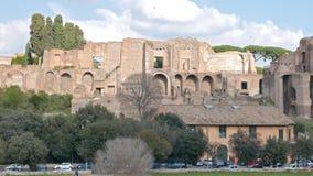 Ruinas en la colina de Palatine Ventanas viejas hermosas en Roma (Italia) almacen de metraje de vídeo