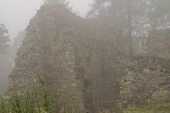 Ruinas en la niebla Foto de archivo
