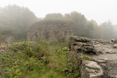 Ruinas en la niebla Fotos de archivo libres de regalías