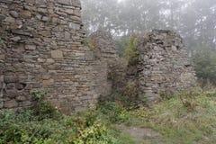 Ruinas en la niebla Imagen de archivo libre de regalías