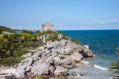 Ruinas en Rocky Beach en Tulum, México Foto de archivo