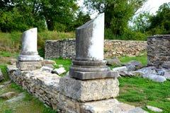 Ruinas en Ulpia Traiana Augusta Dacica Sarmizegetusa imagen de archivo