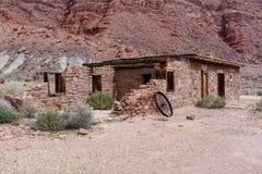 Ruinas en un puesto avanzado del desierto imagen de archivo
