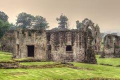 Ruinas en una abadía medieval británica Imagen de archivo