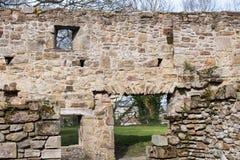 Ruinas históricas de la abadía de Basingwerk en pradera, cerca de Holywell País de Gales del norte Imagenes de archivo