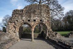 Ruinas históricas de la abadía de Basingwerk en pradera, cerca de Holywell País de Gales del norte Fotos de archivo