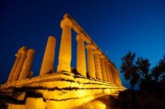 Ruinas iluminadas del templo Imágenes de archivo libres de regalías