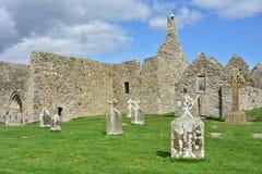 Ruinas medievales en Clonmacnoise en Irlanda foto de archivo libre de regalías