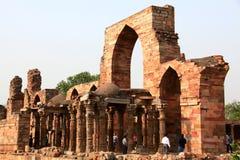 Ruinas minar de Qutb Fotos de archivo
