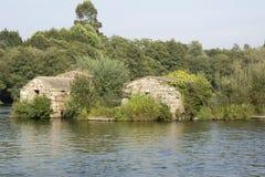Ruinas nessun Rio_Ruins nel fiume Fotografie Stock Libere da Diritti