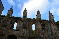Ruinas que se elevan de la abadía de Holyrood Foto de archivo libre de regalías