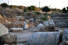 Ruinas que visitan de la clase de la arqueología de la ciudad antigua y bíblica de Ashkelon en Israel, Tierra Santa fotografía de archivo