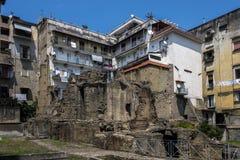 Ruinas romanas antiguas en la vecindad de Nápoles Fotos de archivo libres de regalías