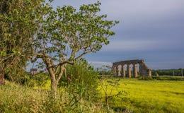 Ruinas romanas del acueducto Foto de archivo