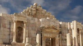 Ruinas romanas en la ciudad jordana de Jerash Gerasa de la ciudad de la antigüedad, capital y más grande del Governorate de Jeras almacen de video