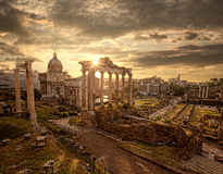 Ruinas romanas famosas en Roma, capital de Italia Imagen de archivo