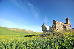 Ruinas rurales en el país italiano Foto de archivo libre de regalías