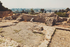 Ruinas texturizadas de la piedra con poca pared Foto de archivo