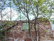 Ruinas viejas de la casa fotografía de archivo libre de regalías