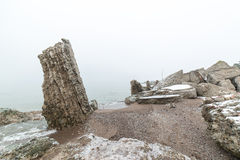Ruinas viejas del fuerte de la guerra en la playa Imagen de archivo libre de regalías