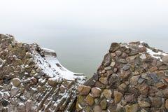 Ruinas viejas del fuerte de la guerra en la playa Fotografía de archivo