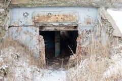 Ruinas viejas del fuerte de la guerra en la playa Imagenes de archivo