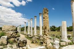 Ruinas y columnas antiguas en la ciudad antigua de salamis en Fama Imagen de archivo