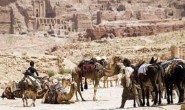 Ruinas y montañas del Petra en Jordania Fotografía de archivo