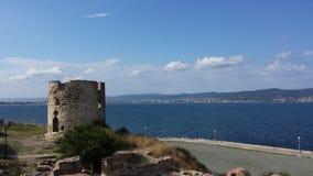 Ruine auf Küste des Meeres Stockbilder