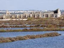 Ruine dans les saltmarshes de Tavira Photo libre de droits
