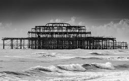 Ruine de Brighton West Pier un jour orageux photos stock