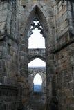 Ruine de cathédrale sur le château et le monastère d'Oybin images libres de droits